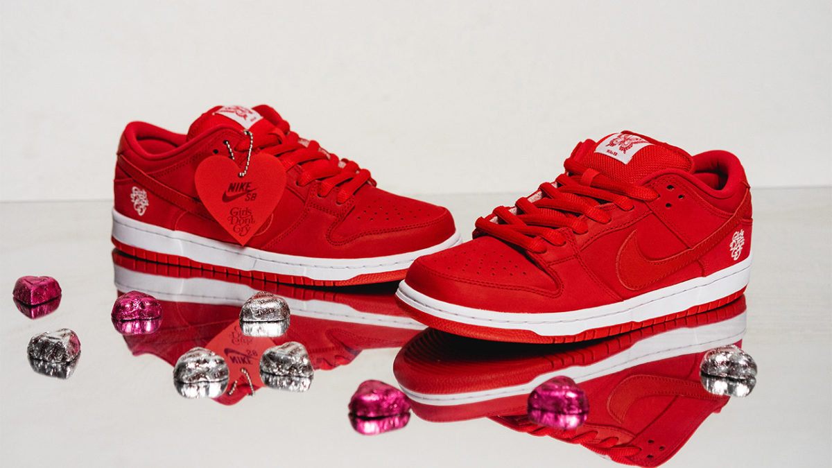 Closer look at Girls Don't Cry×Dunk SB.