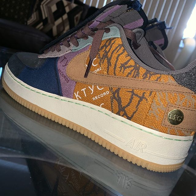Travis Scott×Air Force1 Low is expected to release in October.